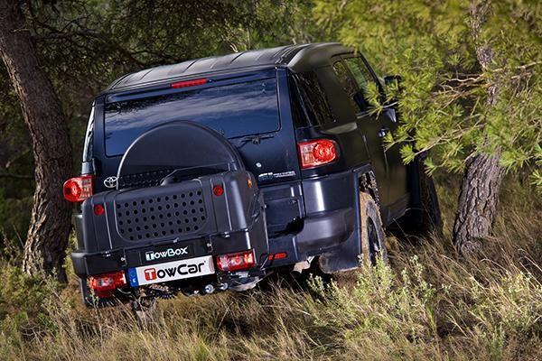 TowBox DOG V1 Negro en coche 02