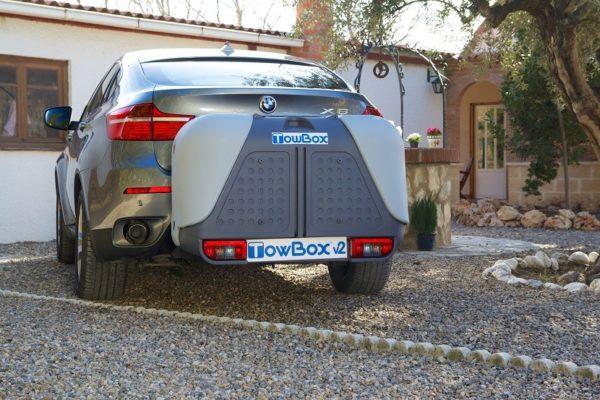 Portaequipajes Towbox V2 montado en coche