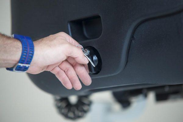 Towbox V2 detalle cerraduras puertas 002