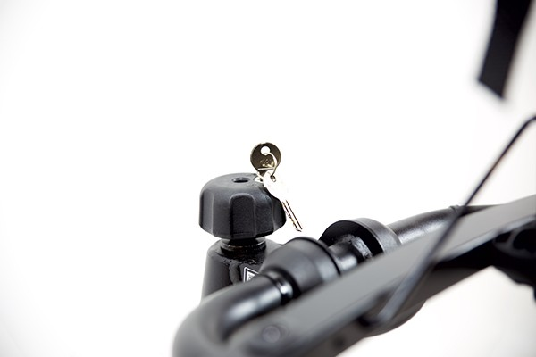 Portabicicletas TowCar B4 detalle cerradura cabezal enganche a la bola.jpg