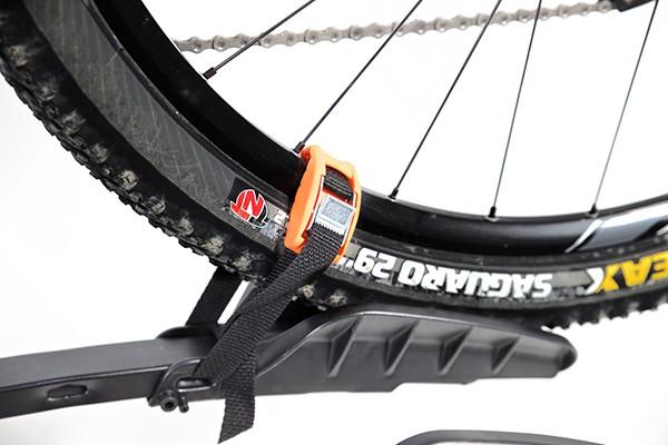 Portabicicletas TowCar B4 detalle soportes ruedas.jpg