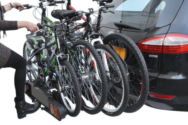 Portabicis plegable Peruzzo ORIA 4 Bicis accionando pedal