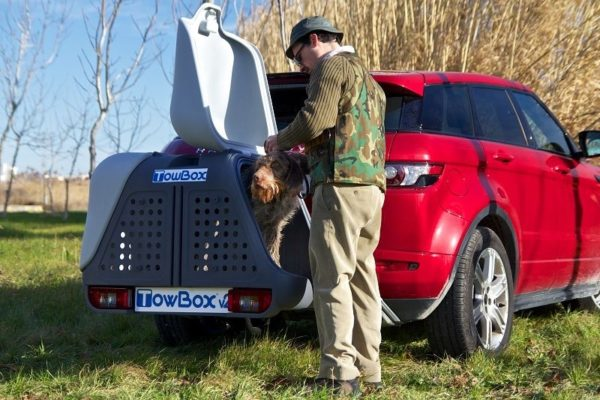 Cazador con su perro en TowBox V2