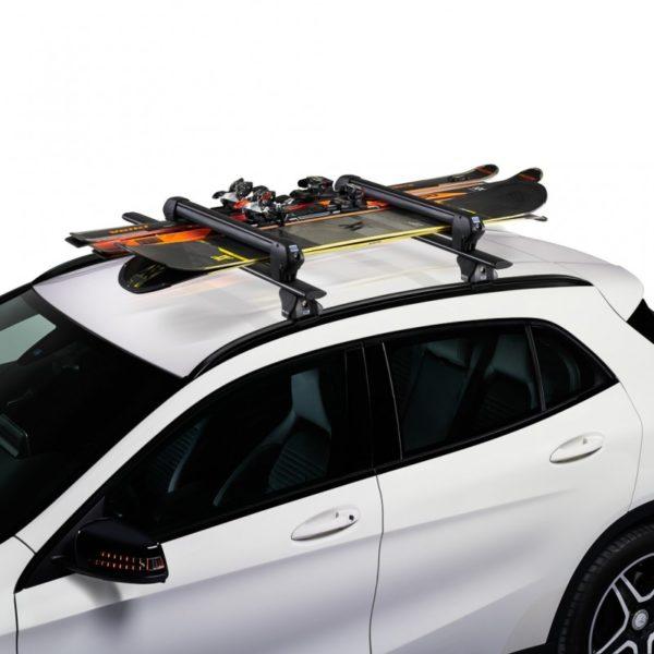 Portaesquís Cruz Ski Rack 6 en coche con esquís