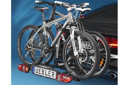 Portabicis bola Uebler F22 montado en coche con bicis